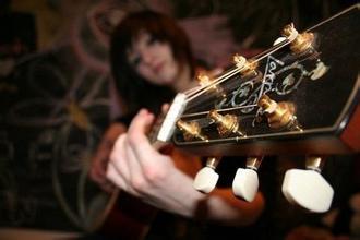 民谣吉他的保养